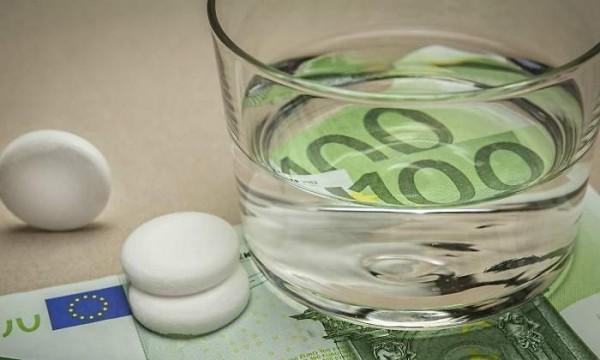 700x420_sanidad-vaso-pastillas-euros.jpg