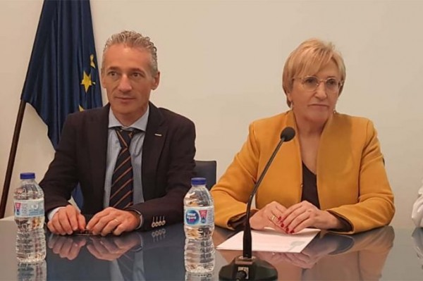 José-Manuel-Ventura-director-general-de-Farmacia-y-Ana-Barcelo-consejera-de-Sanidad-de-la-Comunidad-Valenciana-680x453.jpg