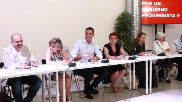 pedro-sanchez-y-maria-luisa-carcedo-en-la-anterior-reunion-con-colectivos-sanitarios-foto-psoe_15_1000x564.jpeg