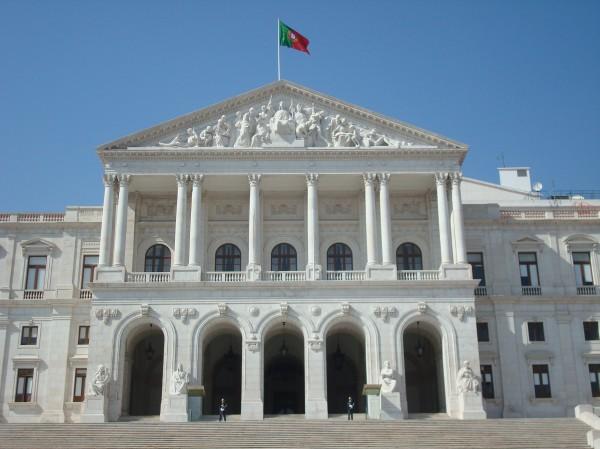 Portuguese_Parliament_building_front_fachade.jpg